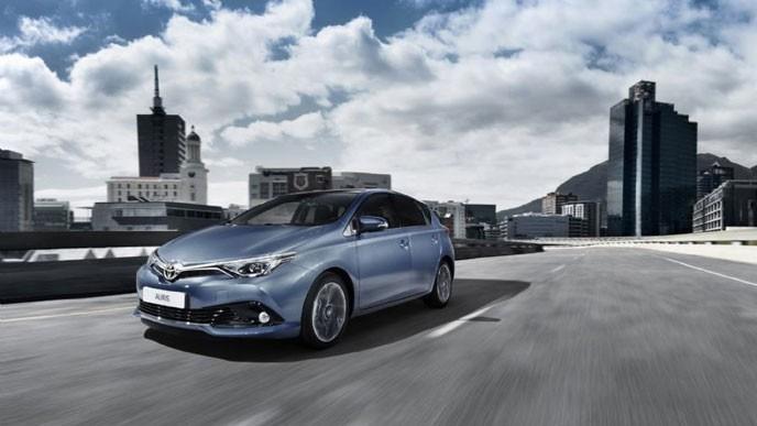 Toyota-corolla-hatch-2015x